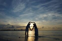 srdce novomanželů na Maledivách