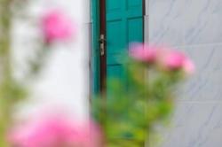 Dovolená na Maledivách - vstupní dveře do pokoje