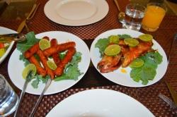 jídlo na Maledivách - ryba a párečky