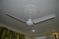 stropní fén na pokoji