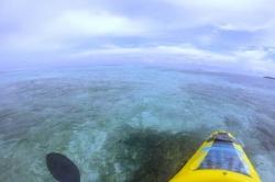 Loď nad korály