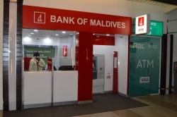 Bankomat na letišti v Male