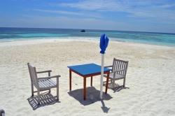 posezení pro dva na pláži Malediv
