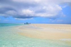 černé mraky Maledivy