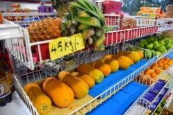 ovoce v obchodě Maledivy