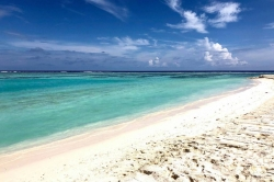 Turistická pláž Huraa bílý písek