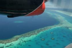 Okraj atolu z vyhlídkového letadla