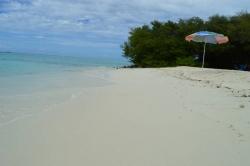 Písečná pláž ostrova na ostrově