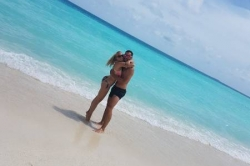 Krásný mladý pár na Maledivách