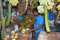 čerstvé kokosy na trhu