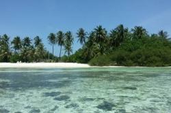 Maledivy bikini pláž z vody