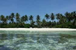 Maledivy, bikini pláž