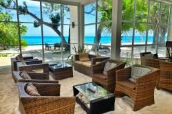 posezení v hotelu s výhledem na moře