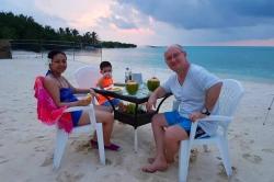 dovolená na Maledivách - společná večeře