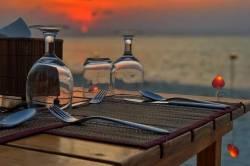romantická večeře při západu slunce