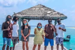 privitani-turistu-na-ostrove