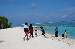 pláž s místními