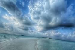mraky a moře