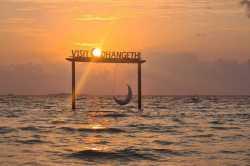západ slunce houpačka Dhangethi