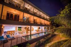 Dharavandhoo hotel s bazénem