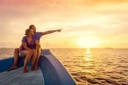 západ slunce na pozorovaný z lodě