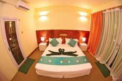 Hotel-Dhiguhah-Maledivy-pokoj