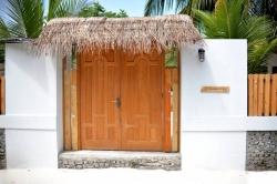 vstupní dveře do penzionu