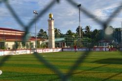 fotbalové hřiště a mešita