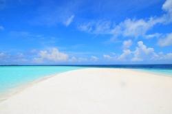 prázdná pláž Maledivy
