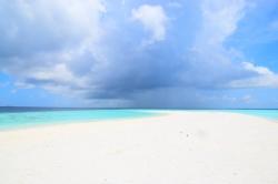 pláž bez lidí