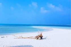 pláž vybíhající do moře