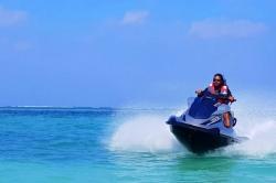 Maledivy - jízda na vodním skůtru