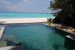 bazén na Maledivách