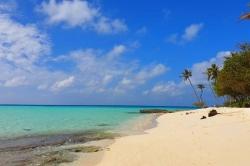 Maledivy pláž