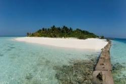 neobydlený ostrov na Maledivách