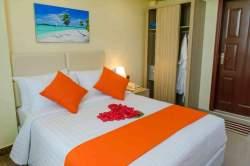 postel v pokoji u letiště Male