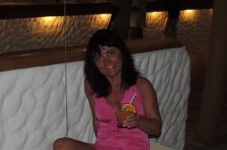 Ivanka s koktejlem v resortu