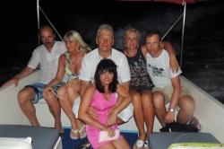Skupina jedoucí na večer do resortu