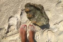 nohy v písku