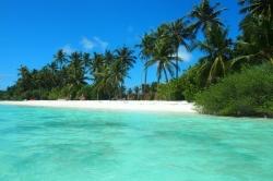 Dovolená na Maledivách - bikni pláž ostrova Huraa