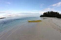 Kanoe na pláži