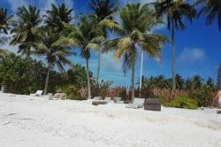 turistická pláž na ostrově Huraa, Maledivy