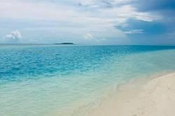 pláž a moře Maledivy