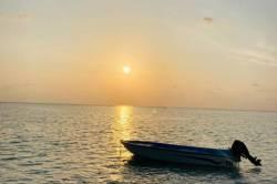 loďka na moři