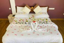 připravená postel v pokoji