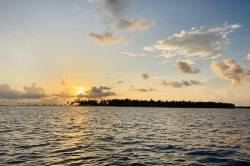 západ slunce a ostrov