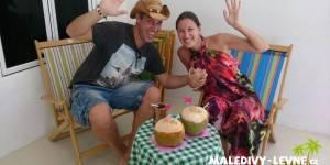 Maledivy - pozdrav s welcome drinkem