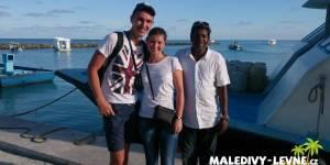 Maledivy, klienti před odjezdem ferry
