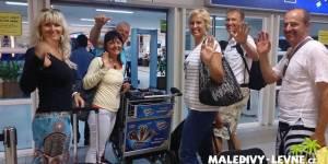 Maledivy, klienti na letišti