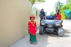 Místní holčička na Maledivách